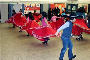 young ballet folklorico dancers